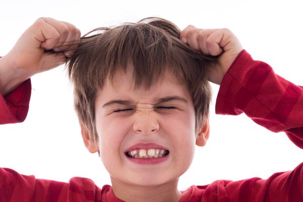 cris aigus des enfants en colère